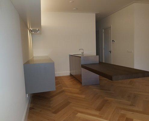 keuken rvs en himacs zwevende tafel