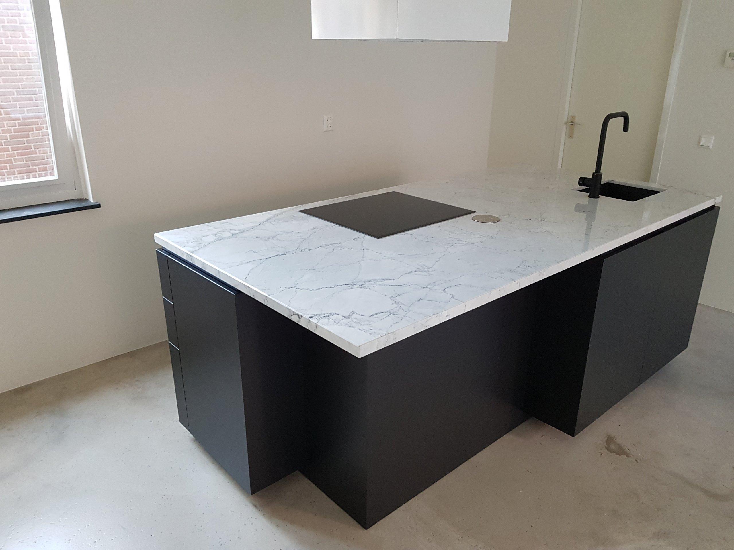 kookeiland mat zwart