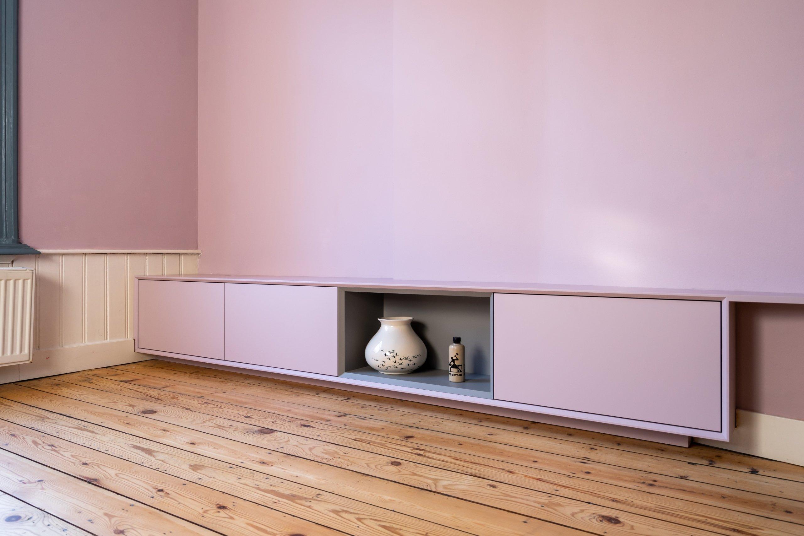 roze tv meubel met open vak