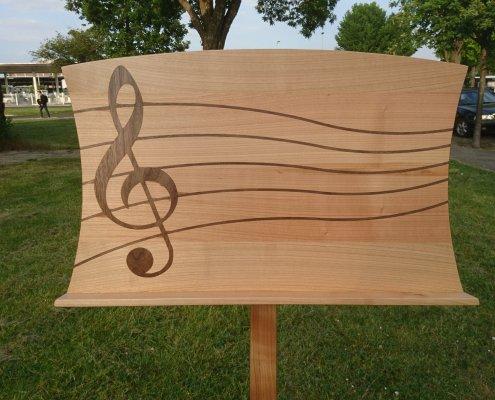 lessenaar muziekstandaard kersenhout ingefreesde notenbalk